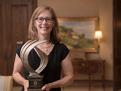 Dr. Mary Currier is the recipient of the 2017 Distinguished Medical Alumnus Award.