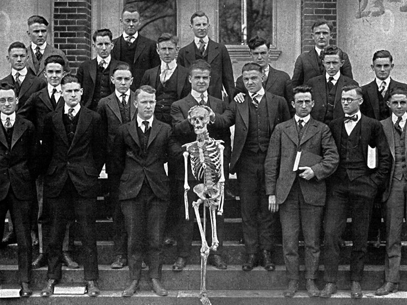 School of Medicine 1917 junior class.