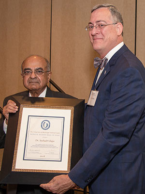 Dr. Seshadri Raju, left, accepts his Hall of Fame award from Dr. Tim Folse, outgoing Medical Alumni Chapter president.
