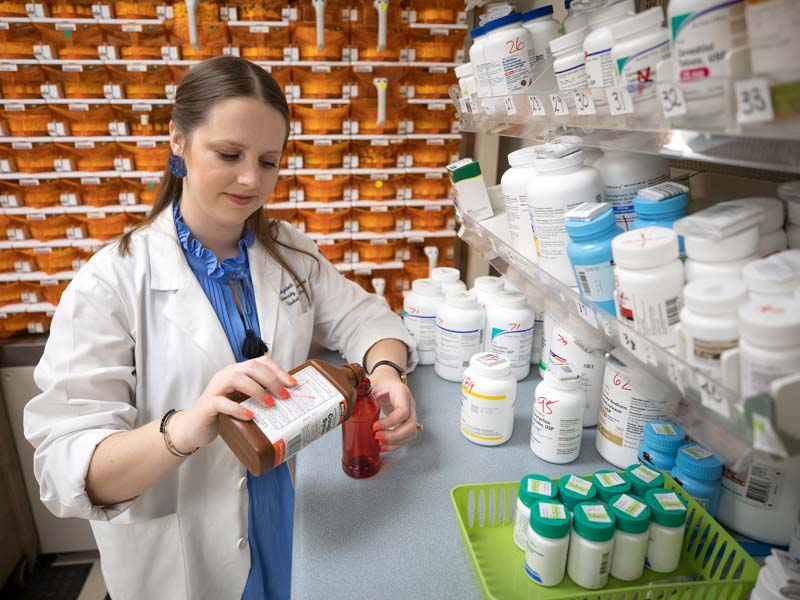 Elizabeth Hearn works during clinical rotations at the Jackson Medical Mall.