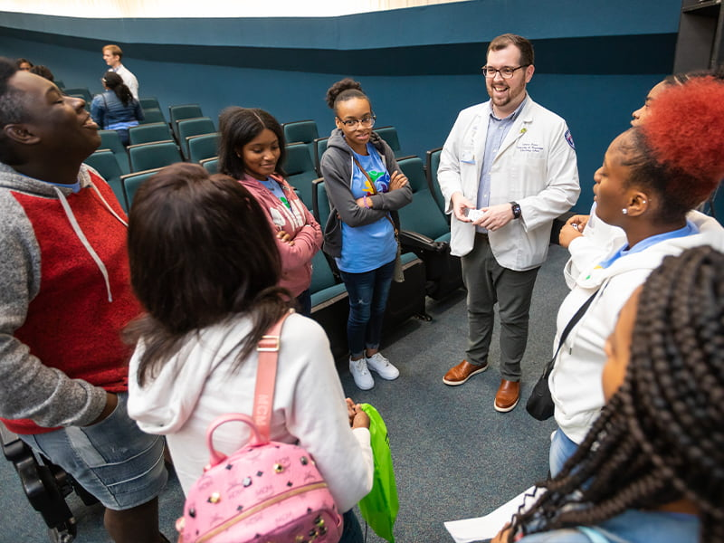 Pharmacy student talks to group of JPS students